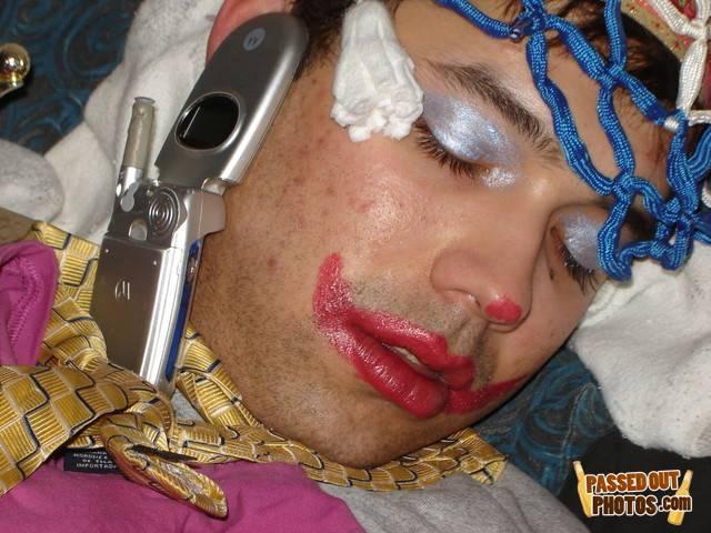 Приколы над спящими (91 фото)