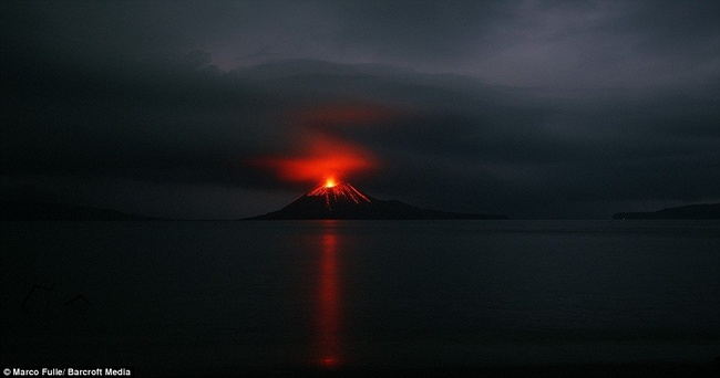 Вулкан Кракату (8 фото)