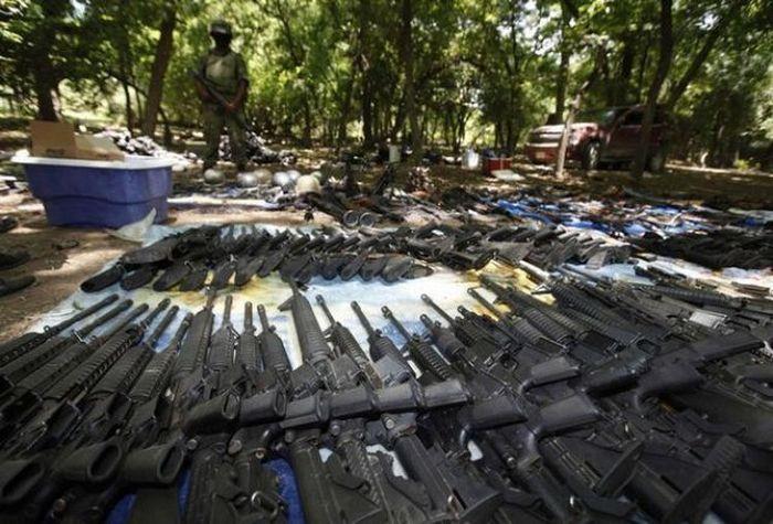 Разоружение мексиканского картеля (30 фото)