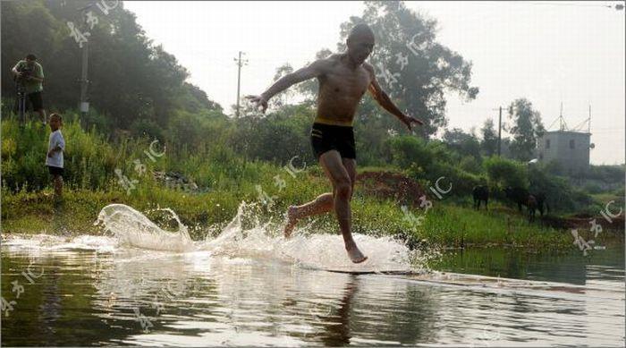 Как монахи монастыря Шаолинь бегают по воде (разоблачение недели) (51 фото)