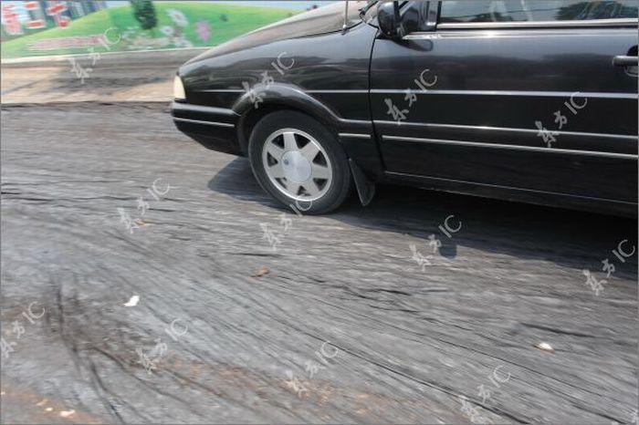 В Китае от жары расплавился асфальт! (11 фото)