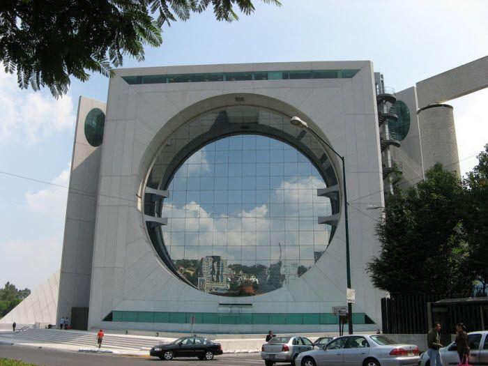 Calakmul building - здание в виде гигантской стиральной машины. Мехико
