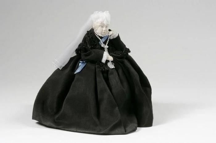Старинные куклы и их гардероб  (88 фото)