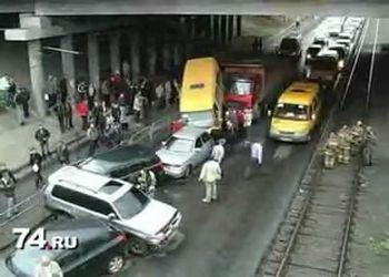 Из-за китайской фуры пострадало много машин