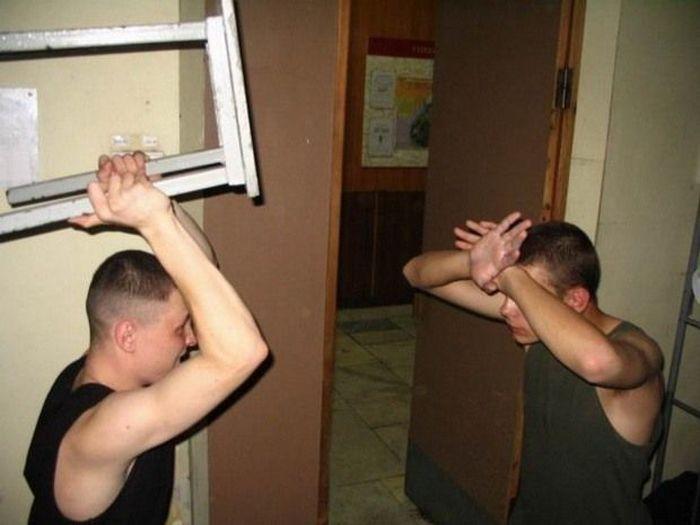 Как бьют в армии па жопе пацанов видео пацанов фото 185-532