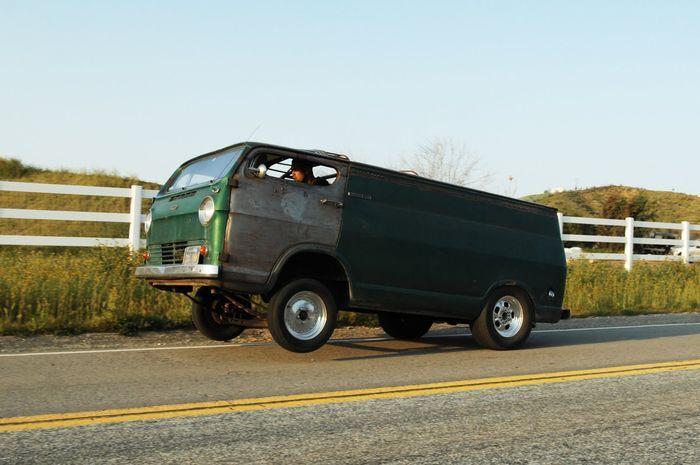 Бодрый микроавтобус от Slims Fabrication (12 фото+видео)