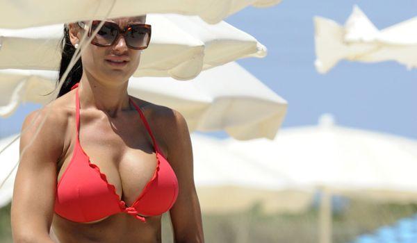 Николь Минетти - самая сексуальная дантистка Италии (14 фото)