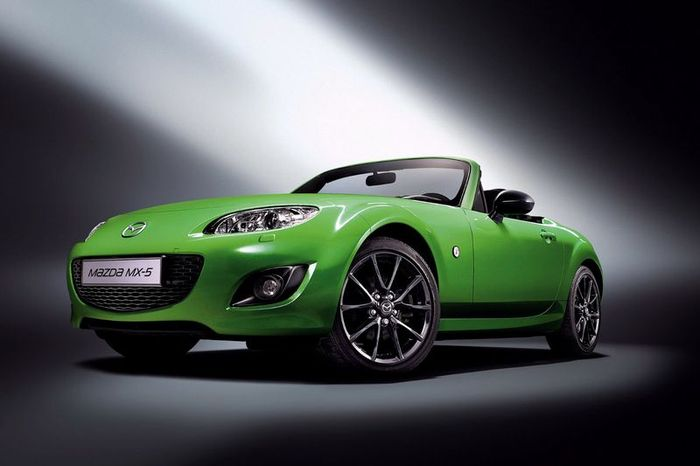 Mazda MX-5 Karai - каждому покупателю хронограф в подарок (8 фото)