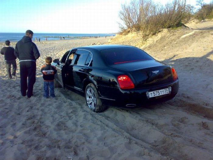 Калининградская Bentley Continental Flying Sp в песках (7 фото)