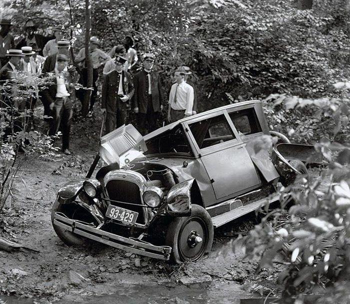 Автомобильные ретро-аварии (12 фото)