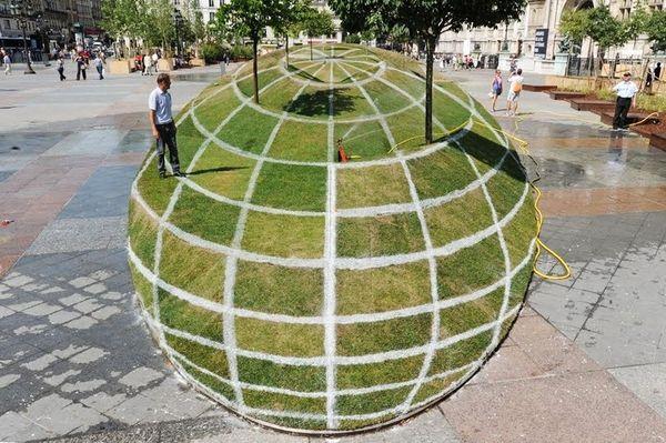 Инсталляция-иллюзия «Кому верить?» (5 фото)