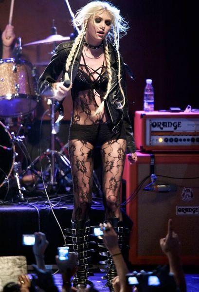 Тейлор Момсен в откровенном наряде  (7 фото)