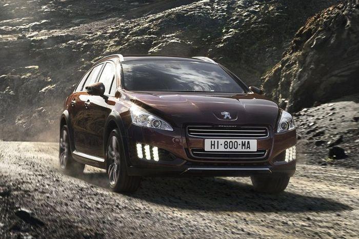 Первые фото нового гибридного Peugeot 508 RXH (5 фото)