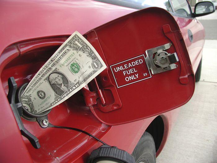 Нефтяники назвали 15 рублей за литр справедливой ценой на топливо (текст)
