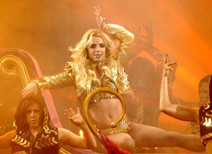 Бритни Спирс в откровенных нарядах (8 фото)