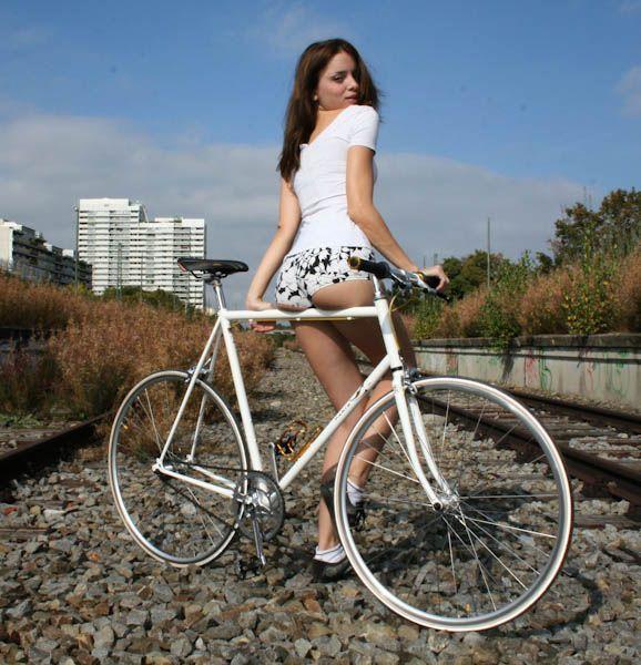 Сексидевушки га велосипедах