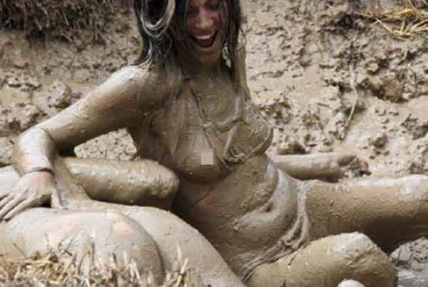 Женская борьба в грязи (39 фото)