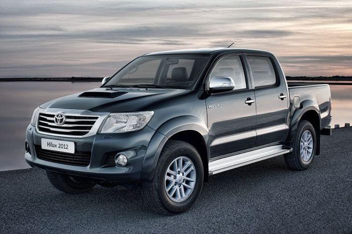 Обновленный пикап Toyota Hilux придет в Россию осенью (4 фото)