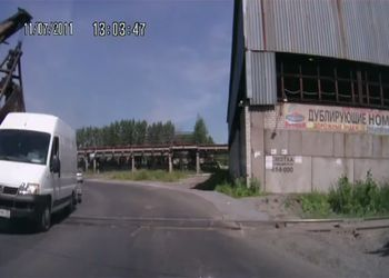 Дрезина протаранила микроавтобус на ж/д переезде