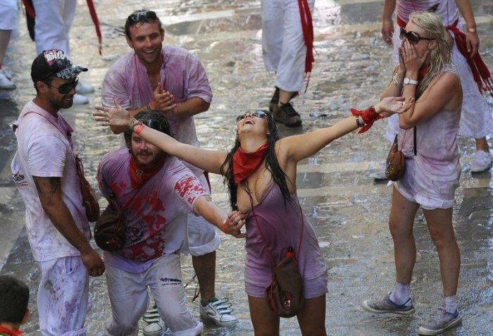 Девушки с фестиваля Сан Фермин (27 фото)