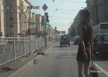 Девушка с ножками, но без мозгов
