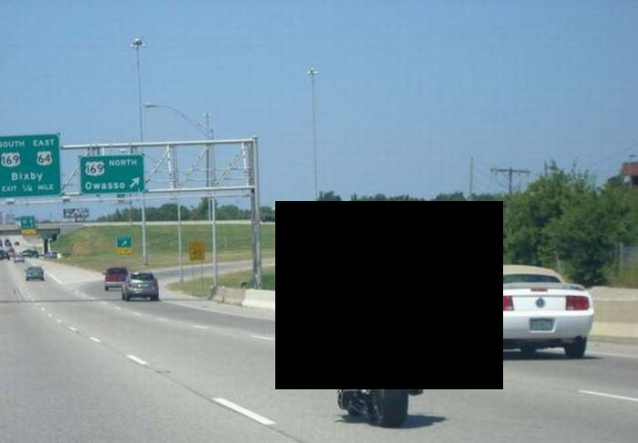 Заметный мотоциклист (3 фото)