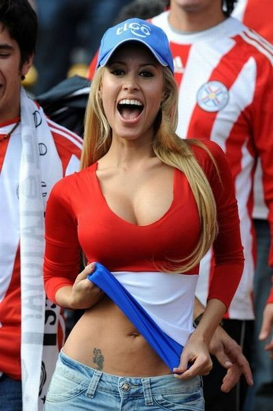 Новая секси-болельщица сборной Парагвая (23 фото)