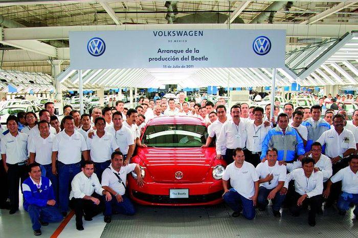 Volkswagen Beetle начали производить в Мексике (12 фото)
