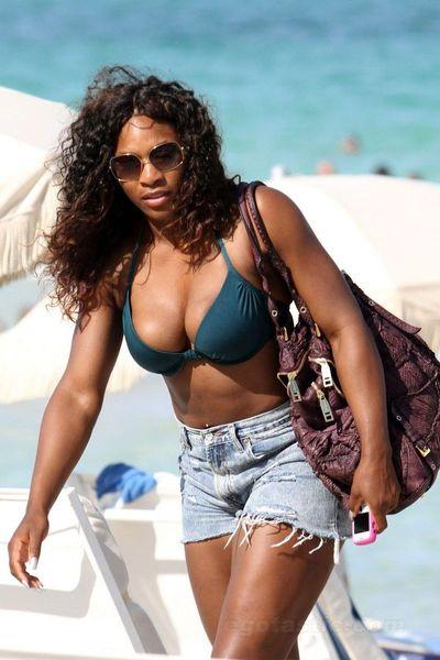 Serena Williams на пляже (13 фото)