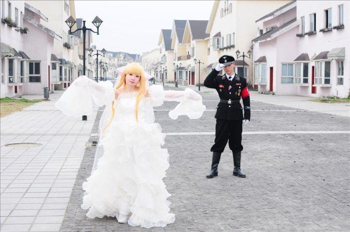Фашистские свадьбы в Китае (15 фото)