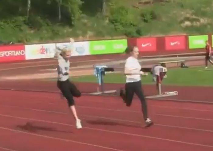 Летняя подборка неудач и курьезов, с участием девушек (видео)