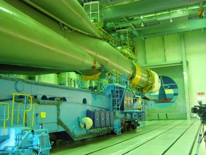 Подготовка ракеты Союз-У к старту (34 фото)