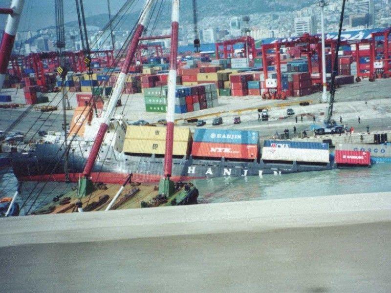 Аварии с грузовыми короблями (24 фото)