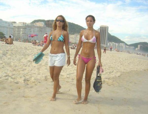 Фотографии девушек с отдыха, которые они выкладывают на Facebook (29 фото)