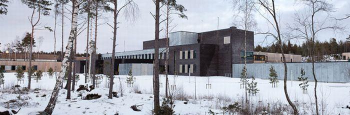 На этап в стиле люкс: Норвежского террориста посадят в роскошную тюрьму (12 фото)