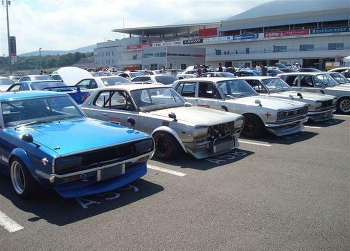 В Японии прошла встреча обладателей Nissan Skyline (22 фото)