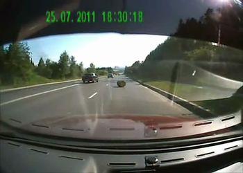 Бочка на дороге