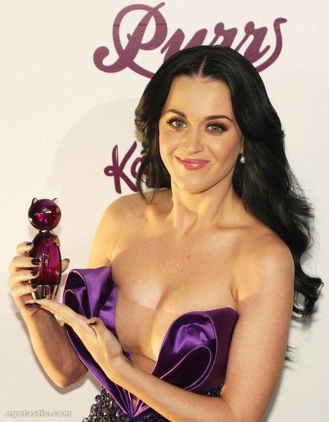 Декольте от Katy Perry (6 фото)