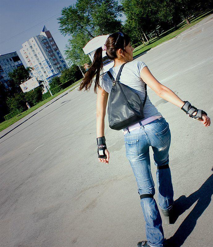 Фото девушки спиной на роликах