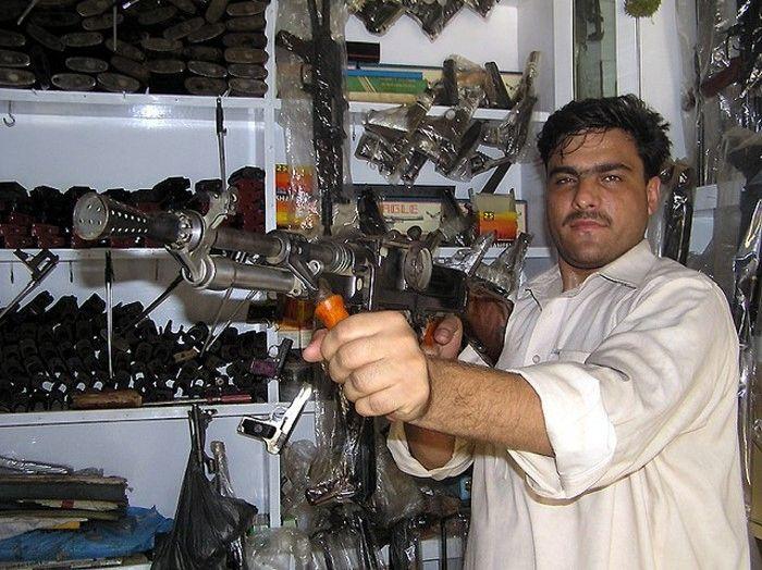 Пакистанская оружейная мастерская (22 фото)