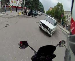 Лобовая авария Yamaha FZ-1 и ВАЗ-2106