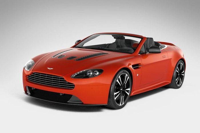Aston Martin V12 Vantage получил версию кабриолет (10 фото)
