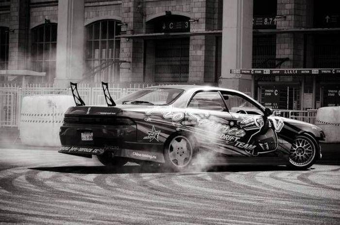 Фестиваль скорости в московских Лужниках (15 фото)
