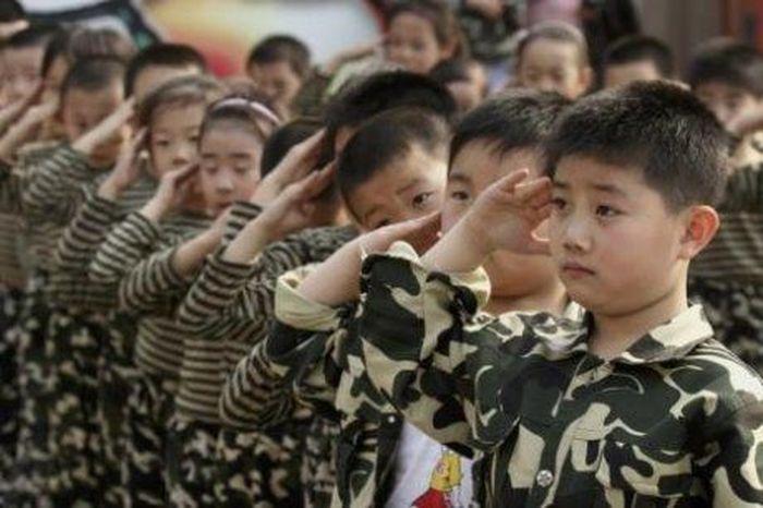Курс молодого бойца для дошколят (7 фото)