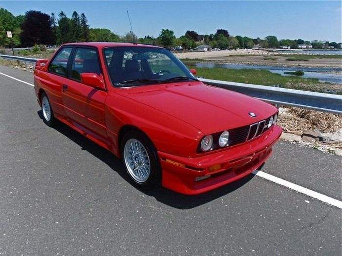 BMW M3 Coupe (E30) с пробегом в 42000 км в продаже на аукционе (25 фото)