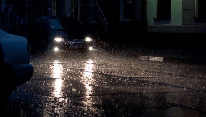 Разработаны фары, не теряющие свою эффективность в дождь (3 фото)