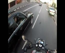 Водитель BMW подрезал мотоциклиста