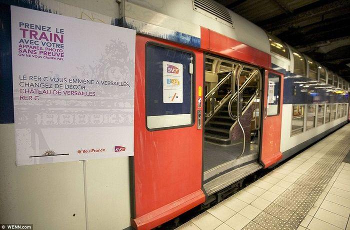Поезд парижского метро с сюрпризом (14 фото)