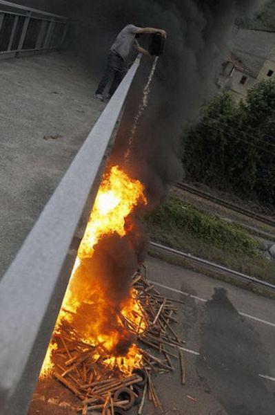Шахтер-поджигатель (4 фото)