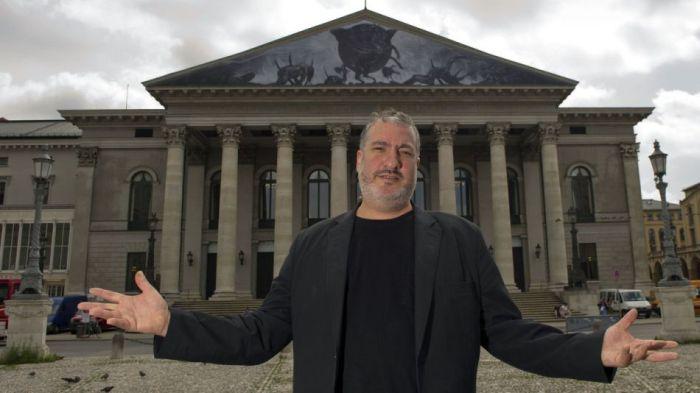 Спенсер Туник раздел людей в центре Мюнхена (17 фото)